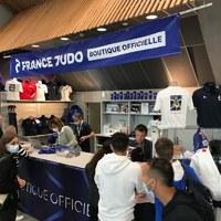 Aujourd'hui c'était séance dédicace du livre #Judo entraînement cognitif  au Paris Judo Grand Slam avec la présence de Patrick Roux sur le stand de la boutique officielle @francejudo 🥋🇫🇷  Merci à tous d'être passés !   Pour ceux qui n'ont pas eu cette chance, le livre est disponible dans la boutique #FranceJudo et dans tout le réseau libraire 🇫🇷   #4trainer #livre #judo #ParisGrandSlam #dedicace